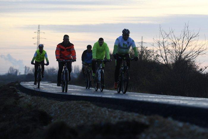 9e5e9cb51 Ilustračný obrázok k článku Prvý úsek Vážskej cyklotrasy je otvorený: Kedy  sa dočká Trenčín a